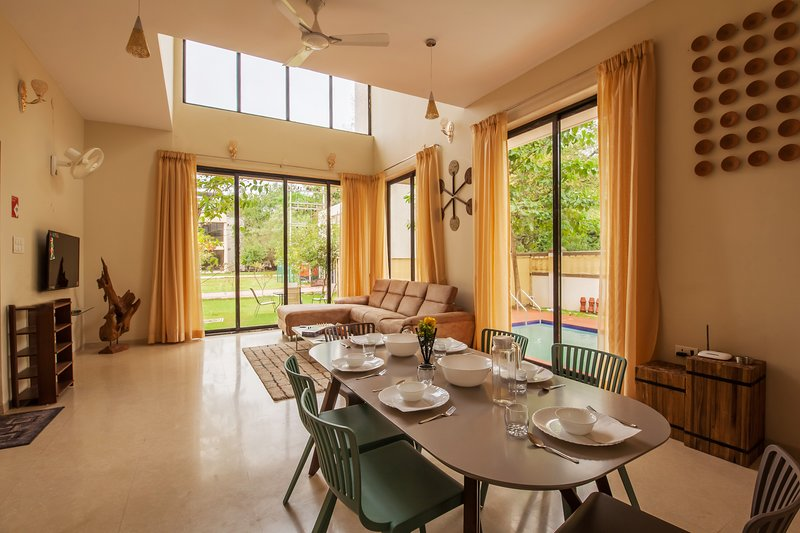 Greenwoods One by Vista Rooms, vacation rental in Khandala