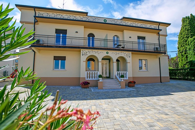 Villa Mimosa - Appartamento 2, casa vacanza a Castiglione Delle Stiviere