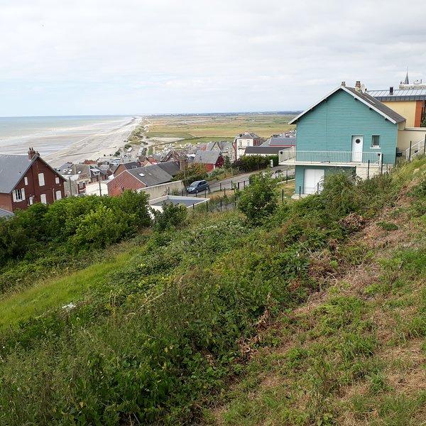 Le village de Ault à 5 km, qui marque la fin des Falaises et le début de la Baie de Somme