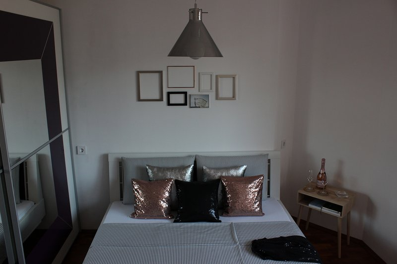 3 room apartment close to beaches and forest, holiday rental in Varna