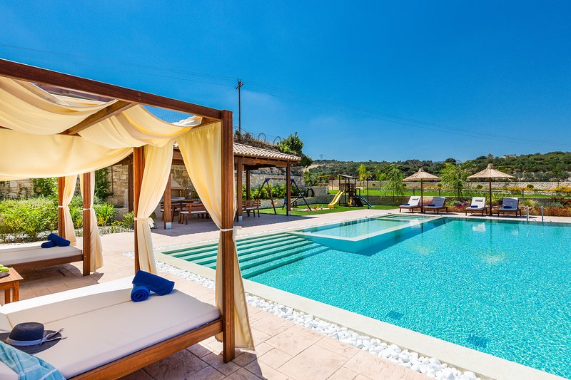 Ino Villa will invite you in a glamorous relaxation feeling!