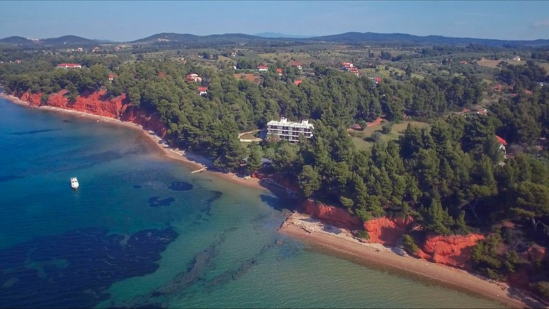 First in the sea and the pine forest, holiday rental in Metamorfosi