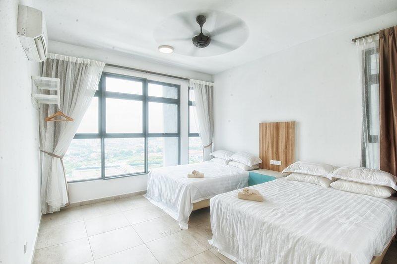 Dormitorio con 2 camas queen