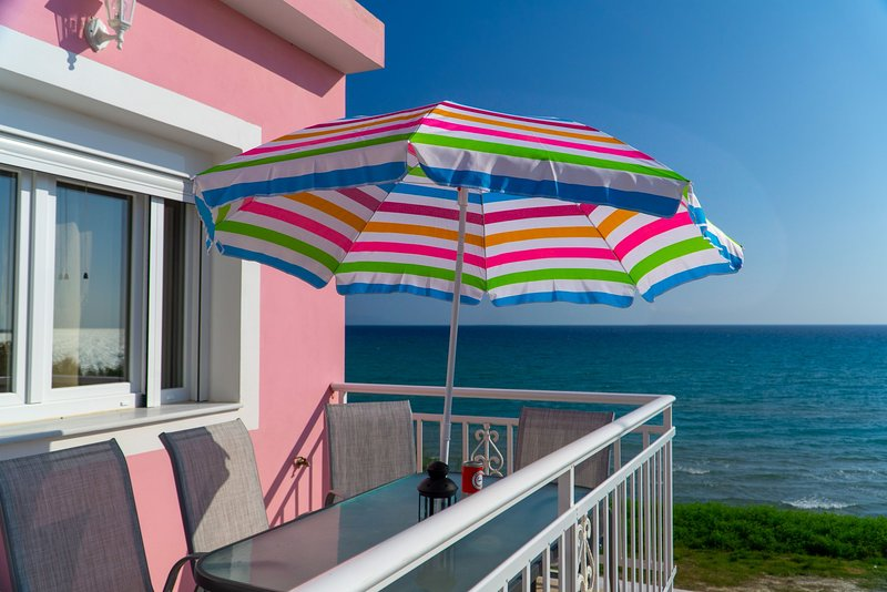 Mirage by the Sea - First Floor Apartment, holiday rental in Alykes