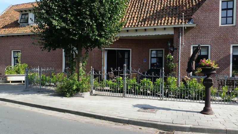 Vakantiehuis Het Koetshuis. Mooi landelijk gelegen dicht bij lauwersmeer gebied, casa vacanza a Lettelbert