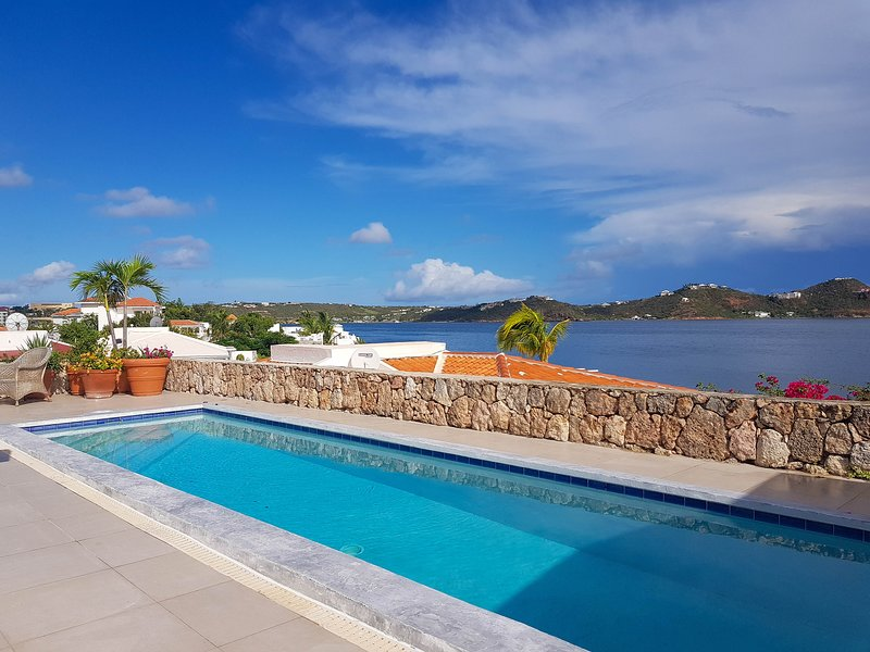 DOLCE DOLCE CASA...breathtaking panoramic views of Simpson Bay Lagoon, vacation rental in Maho