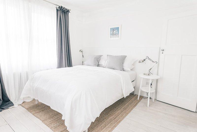 Dormitorio principal con cama extragrande - Foto # 2