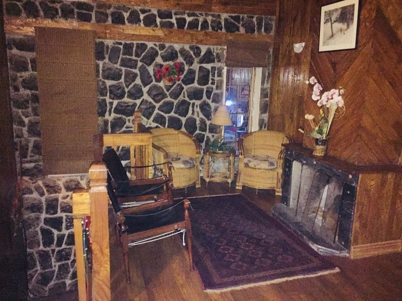 Wood's Dale Room 8, holiday rental in Dunga Gali