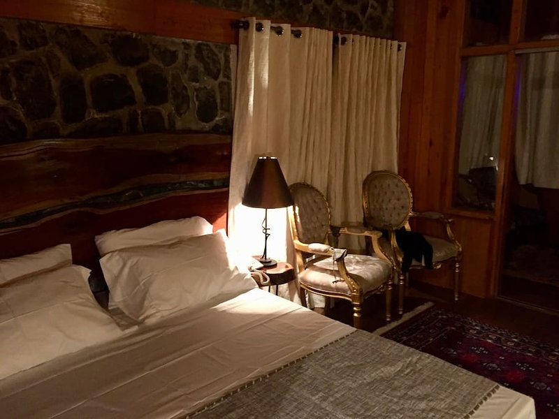 Wood's Dale Room 5, holiday rental in Dunga Gali