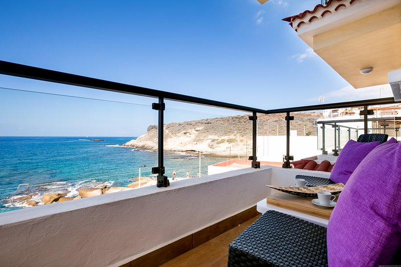 Very nice, new apartment in La Caleta, sea view, holiday rental in La Caleta