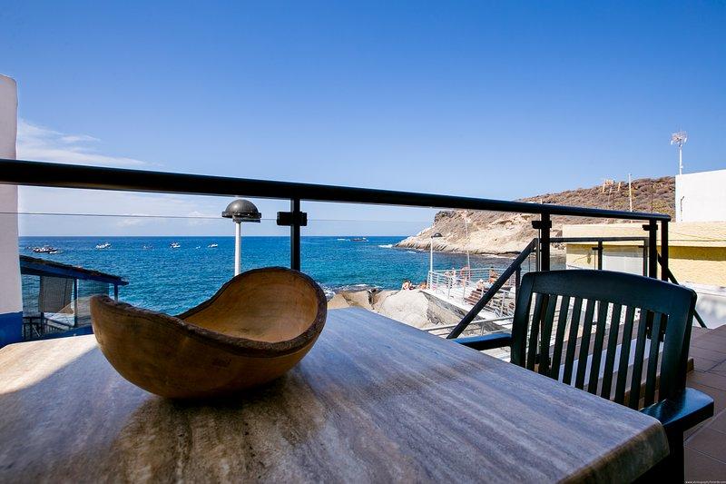 Nice apartment Caleta Sunrise with terrace, sea view, holiday rental in La Caleta