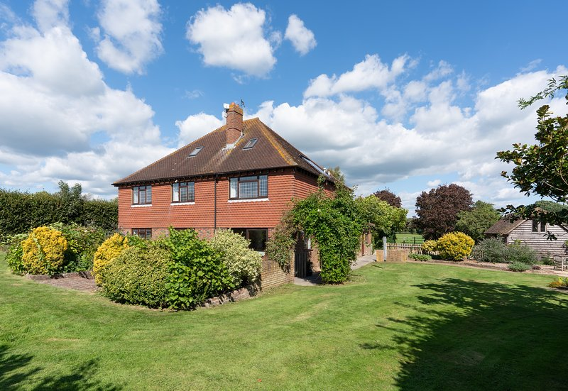 Drockmill - Sussex Farmhouse with Private Reservoir & Lake - Sleeps 11, vakantiewoning in Herstmonceux