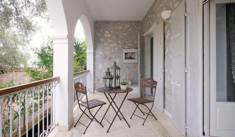Elina House - stylish close to the coastal road of Gaios, holiday rental in Antipaxos