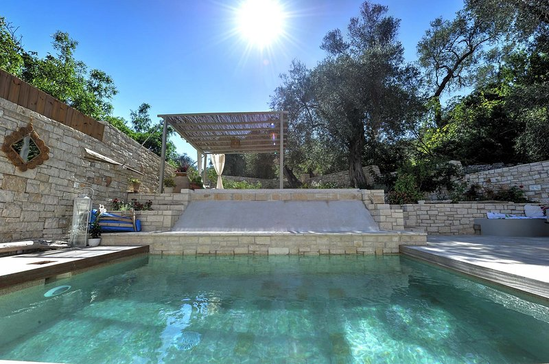 Leonora house with private pool close to Gaios, holiday rental in Antipaxos