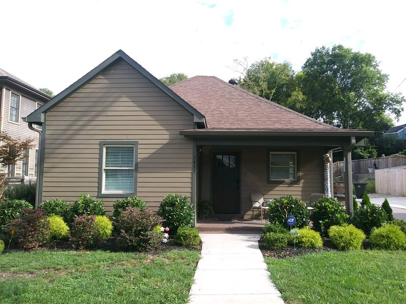 Beautiful Home in Hip & Trendy East Nashville - Just 2 miles from downtown!, location de vacances à Antioch