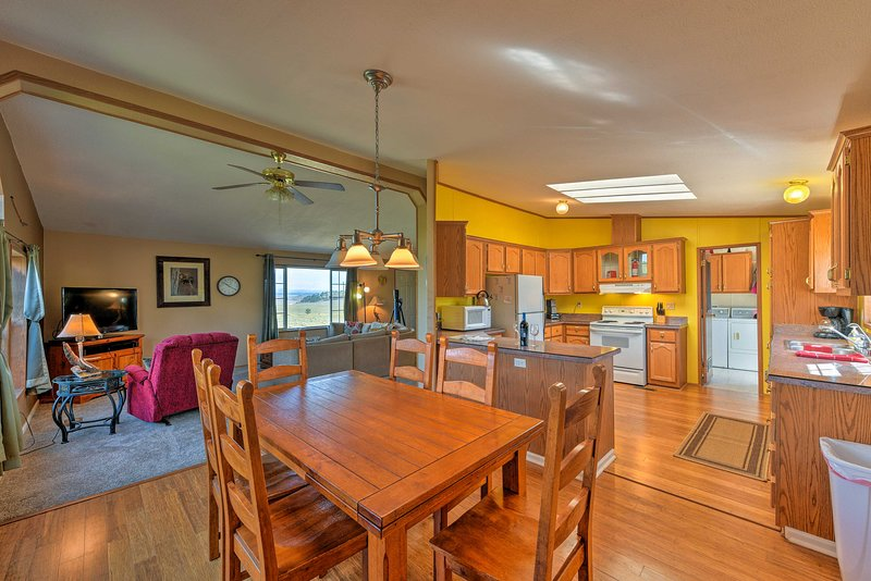 Explore the beauty of the Mosquito Mtn Range from this 3BR vacation rental!
