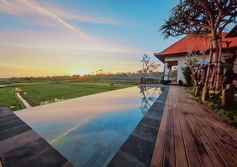 Umah Sunset, Luxury 2 Bedrooms Villa, location de vacances à Kedewatan