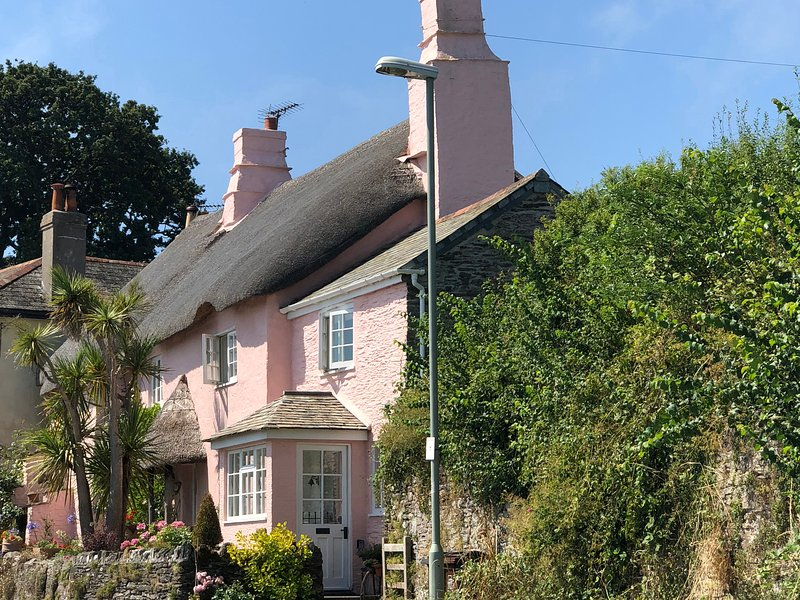 Glen Cottage, Strete, holiday rental in Bowden