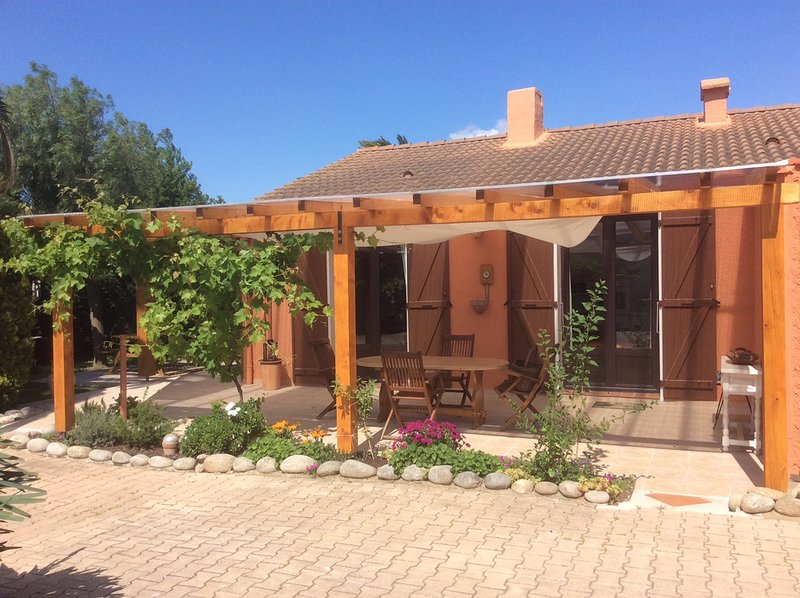 Beautiful house with garden & Wifi, vacation rental in Alenya