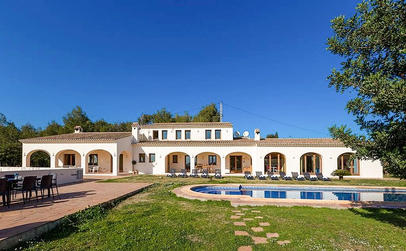 Benissa Villa Sleeps 14 with Pool and Air Con - 5669008, Ferienwohnung in Canor