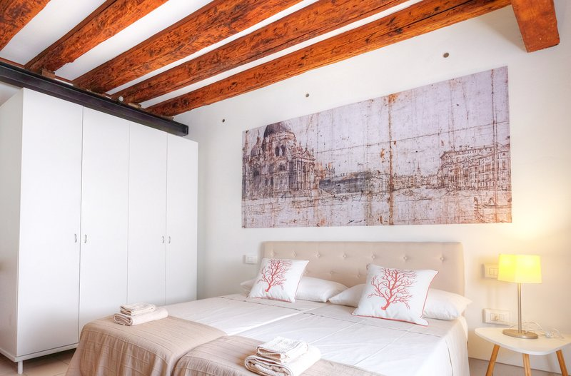 1 di 10Durante il vostro soggiorno l appartamento è a vostra esclusiva  disposizione. Situato al piano terra. 9c526ad8718