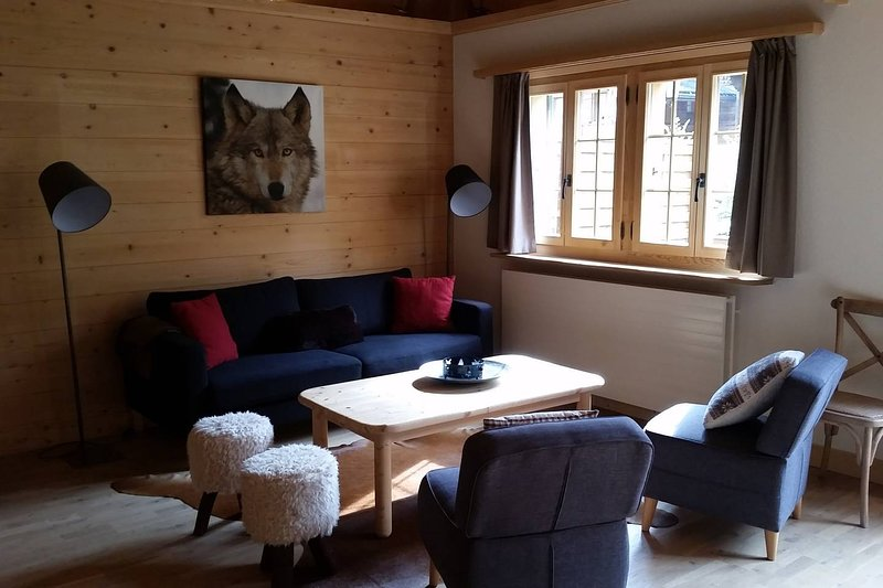 Sweet and Modern Chalet just outside of Gstaad, holiday rental in Canton of Bern