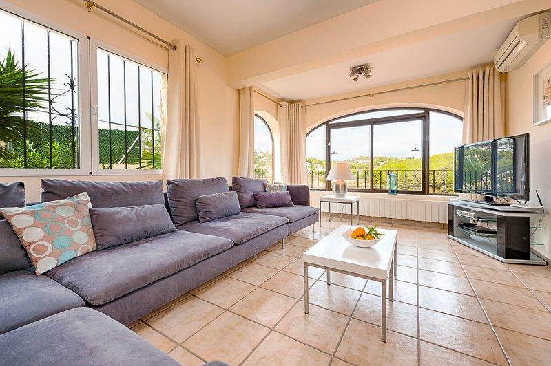 Moraira Villa Sleeps 10 with Pool and Air Con - 5654856 – semesterbostad i Teulada