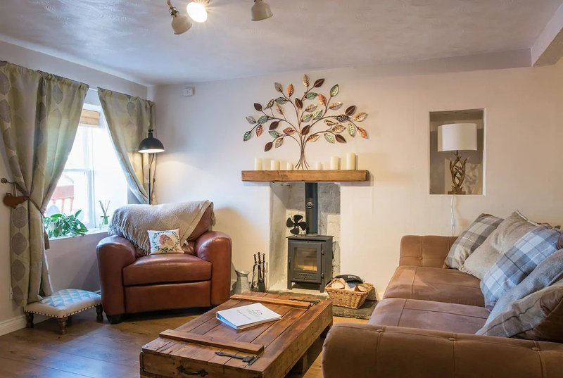 COUNTRY NEST- Cosy & Spacious Cottage with Log Burning Stove, vacation rental in South Lanarkshire