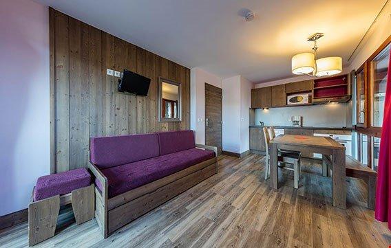 Goditi il relax nello spazio di vita open-concept bello e moderno e sfrutta l'incredibile cucina