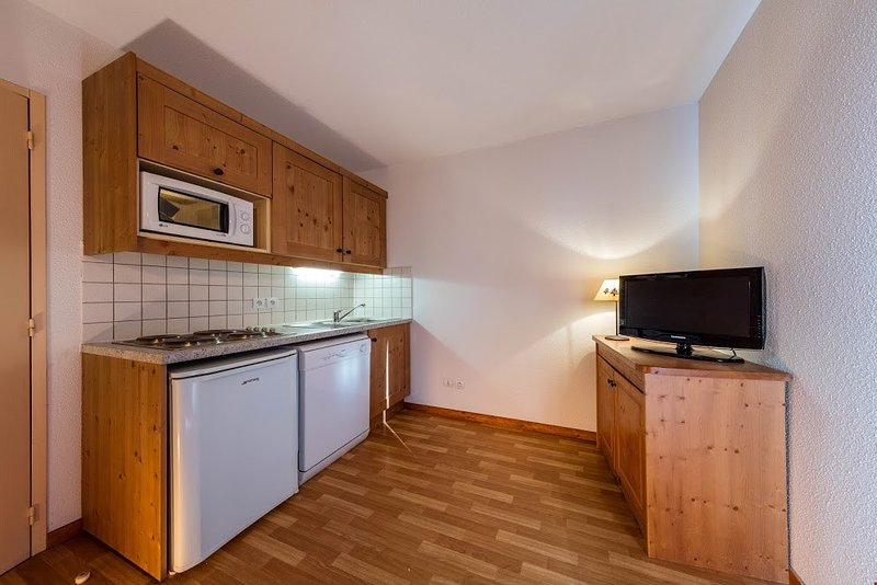 Make a delicious and quick meal in the kitchenette. Photos are representative.