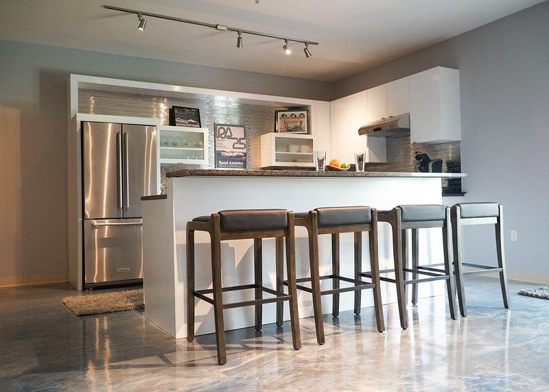 Genießen Sie den beheizten Luxusboden von Monaco und die geräumige Küche