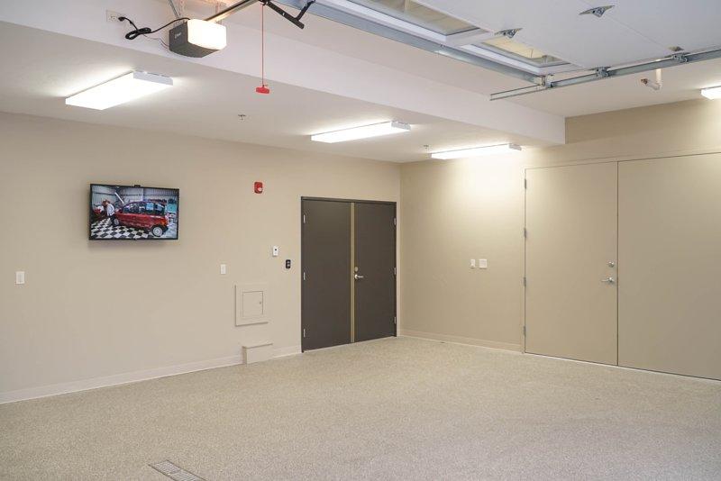 Performance Garage - zwei Fahrzeuge, Fußbodenheizung, Hot / Cold Schlauchanschluss, und TV