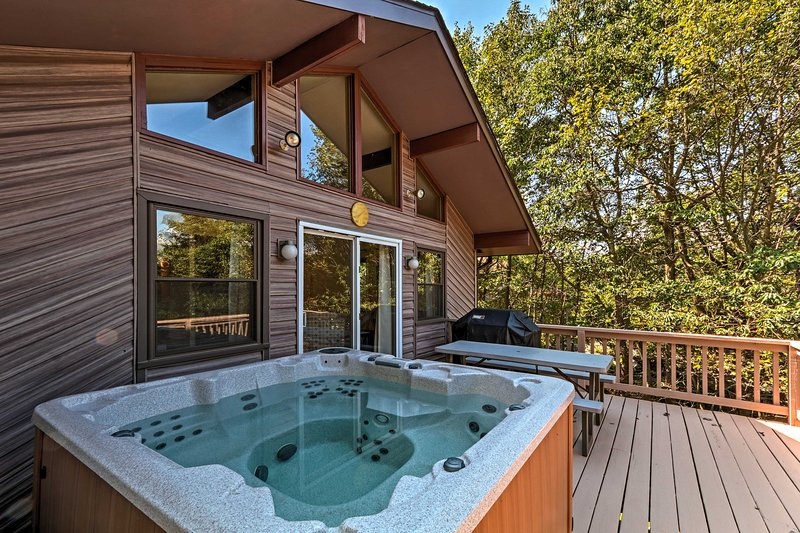 Soak up the surrounding nature from the full-sized hot tub.