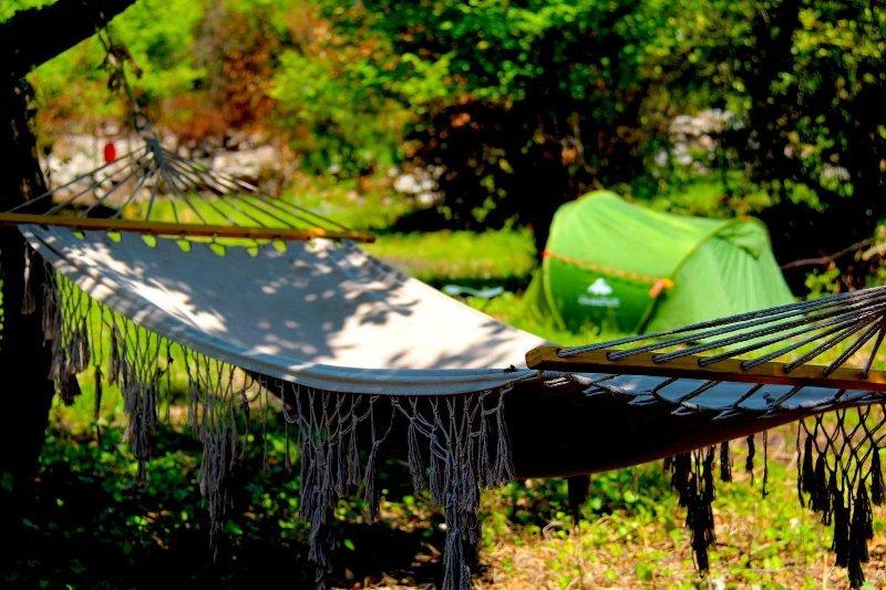 Agape Farm Camp: (Double Tent 24), location de vacances à Bigova
