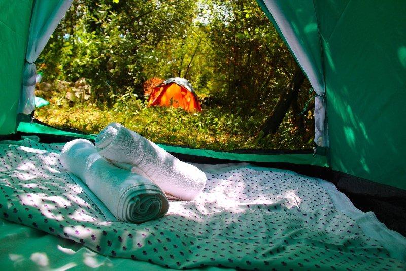 pe Farm Camp: (Double Tent 22), location de vacances à Bigova