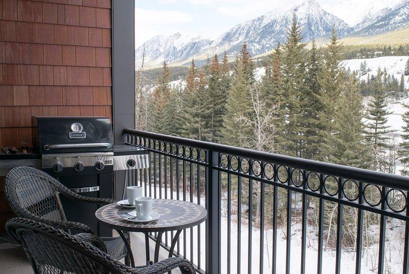 Prepare su comida favorita en su barbacoa en el balcón privado.