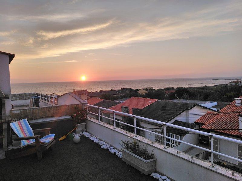 NEW-Vila Chã Beach apartment, with terrace, sea views 2/4 peoples. Snooker table, location de vacances à Mindelo