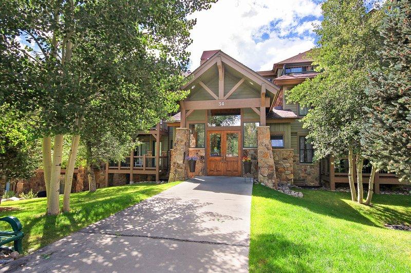 SkyRun Property - 'Highland Greens Lodge 301' - Welcoming Highland Greens Lodge entry
