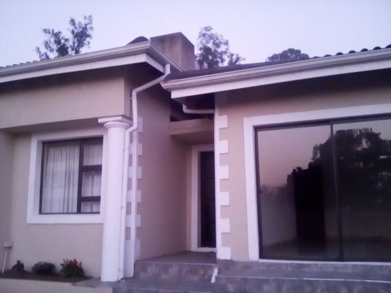 Jurdinee Guest House-Standard Double Room 2, holiday rental in Howick