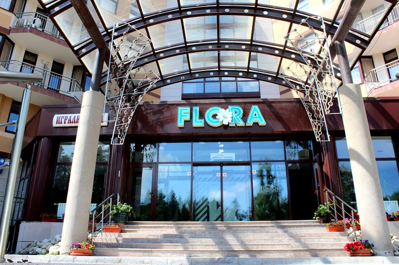 Flora main ski apartment with balcony 514, vacation rental in Borovets