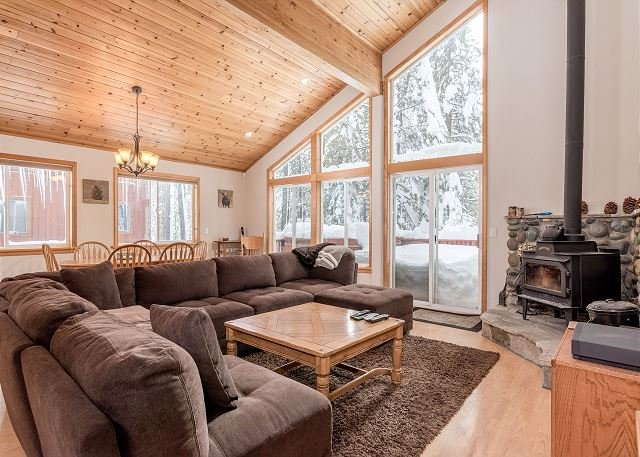 Tahoe Donner Home w/ 5-Star Amenities - Walk to Trout Creek, holiday rental in Truckee