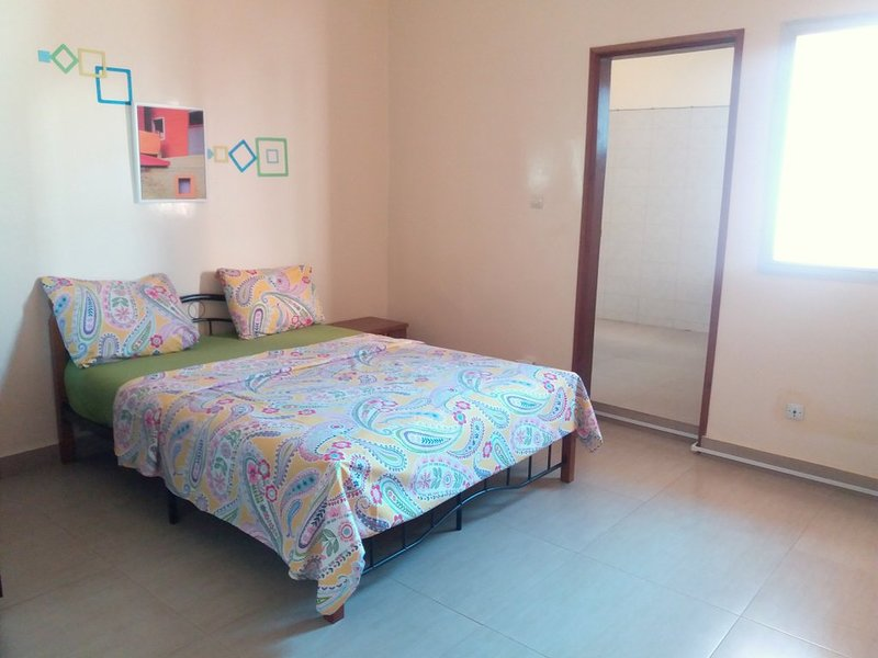 Chambre équipée à Dakar, alquiler vacacional en Guediawaye