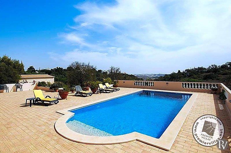 Alto da Cerca Villa Sleeps 8 with Pool and WiFi - 5433030, location de vacances à Bensafrim