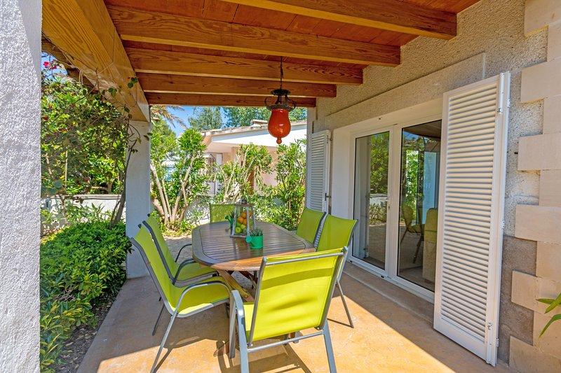 Sun - House 100 meters to the beach, alquiler de vacaciones en Port d'Alcudia