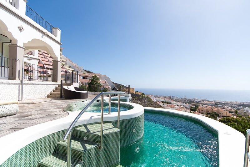 Villa Veronika. Luxury 5 Star Villa. Infinity Pool. Torviscus, Costa Adeje., vakantiewoning in Costa Adeje