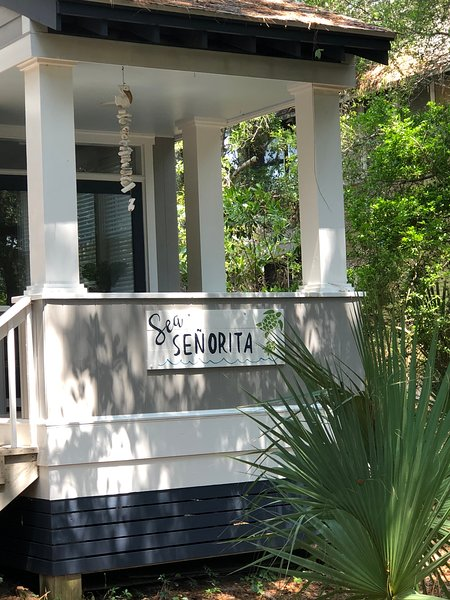 Newly Decorated Large 4BR 3BA CLOSE TO SOUTH BEACH Walk to Shops Spa and Market, vacation rental in Bald Head Island