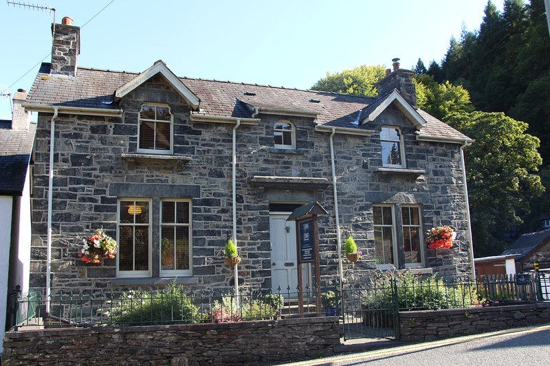 Swn-y-Dwr Holiday Cottage, vacation rental in Betws-y-Coed