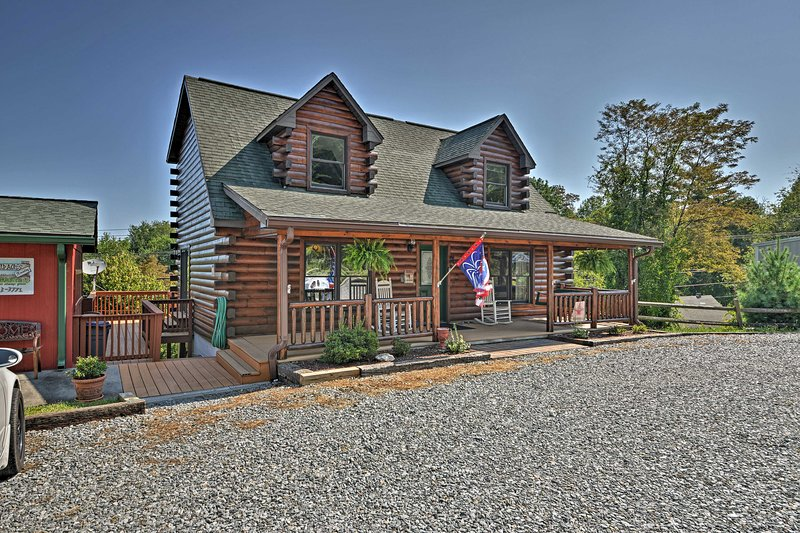 This quaint cabin boasts 2 bedrooms, 1.5 bathrooms, and room for 6 guests.
