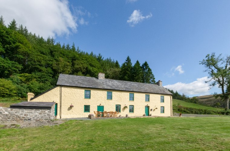 Dinas Farmhouse Holiday Let, vacation rental in Llanwrtyd Wells