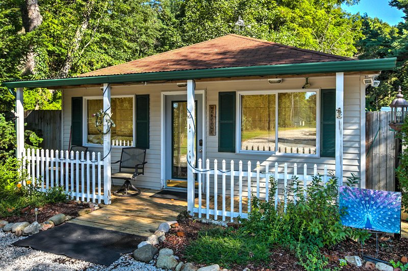 This cozy 1-bath studio vacation rental cabin sleeps 4 ready to explore Sawyer!